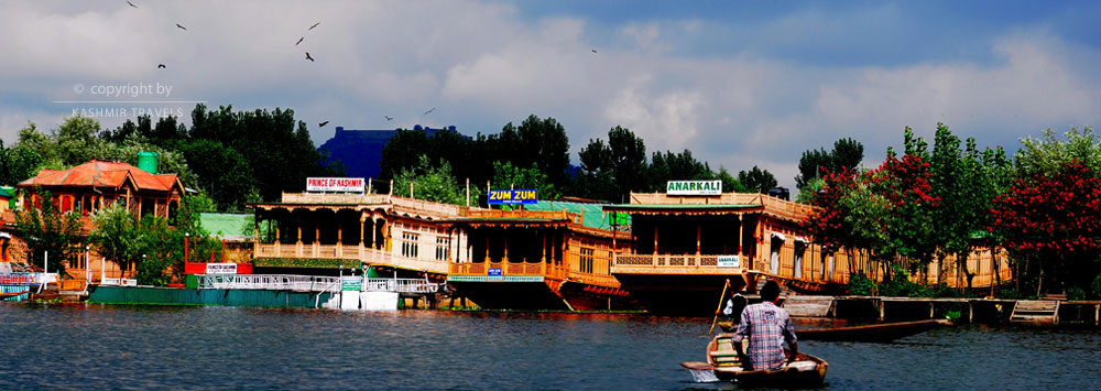 House Boat in Dallake